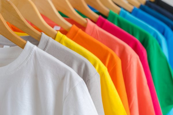 close-up-colorful-t-shirts-hangers_51195-3880